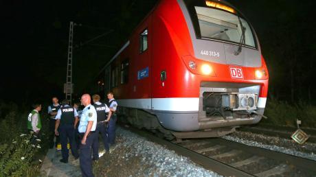 In der Nacht des 18. Juli 2016 bot sich den Einsatzkräften ein schreckliches Bild. Ein Flüchtling holte in einem Regionalzug eine Axt hervor und schlug wahllos auf Fahrgäste ein.
