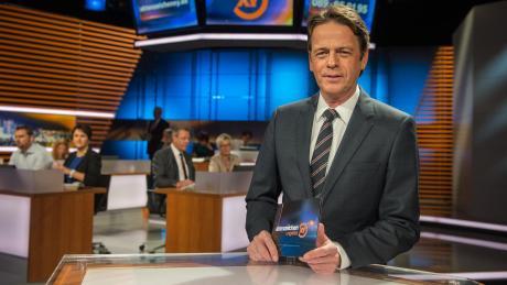 """Moderator Rudi Cernestellt ungelöste Fälle vor. Am Mittwoch, 05. Juni 2019, läuft die neue Folge von""""Aktenzeichen XY ... ungelöst"""" live im TV und Stream im ZDF."""