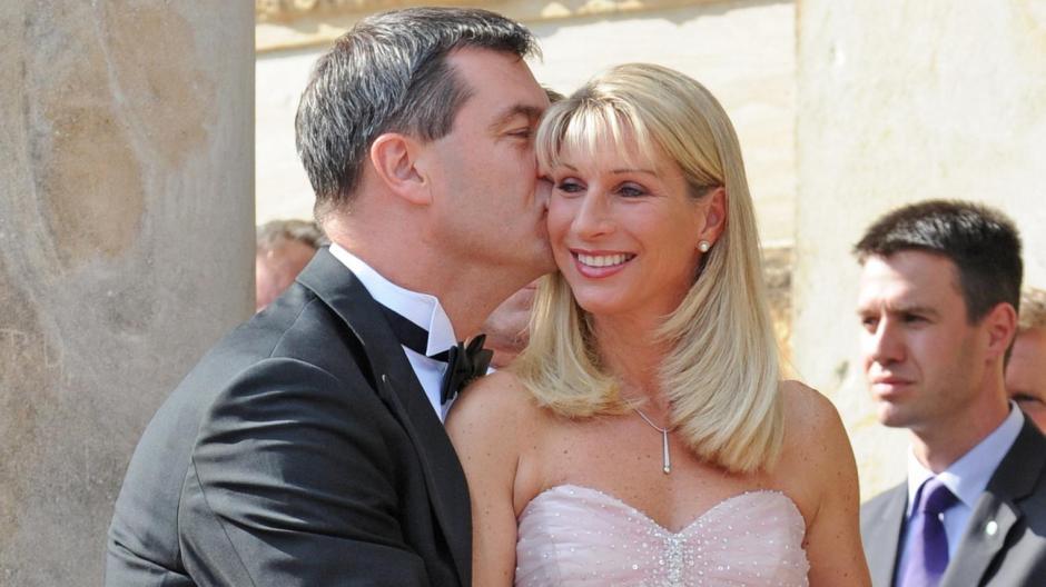 mit seiner frau karin baumller sder ist er seit 1999 verheiratet das paar hat drei kinder sder hat auerdem eine erwachsene tochter aus einer frheren - Markus Soder Lebenslauf