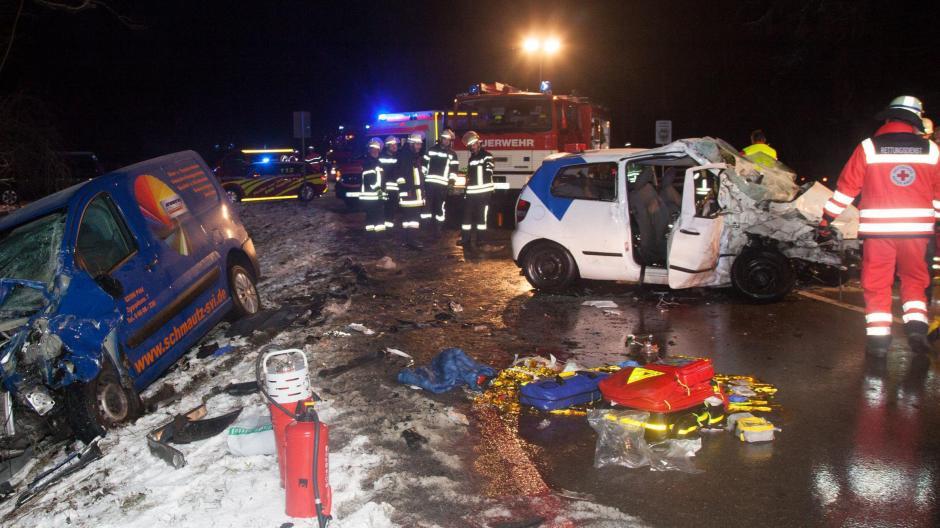 Bayern Viele Unfälle Auf Schneeglatten Straßen Familiendrama Auf