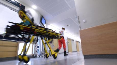 In der Notaufnahme des Augsburger Klinikums geht es momentan rund. Die Personalnot ist so groß, dass sogar Prämien ausgesetzt werden.