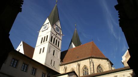 Das Bistum Eichstätt - im Bild der Dom in Eichstätt - ist wegen eins Finanzskandals in die Schlagzeilen geraten.