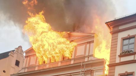 Dillingen: 2017 fing der Altbau des Rathauses in der Königstraße Feuer.