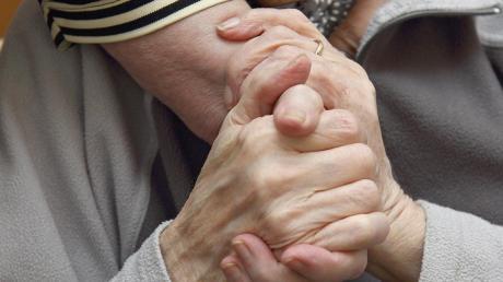 Pflegebedürftig zu sein, ist für viele Menschen eine große Angst.
