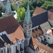 Platz 10: Der Augsburger Dom. Der höchste Punkt der Kathedrale liegt auf 62 Metern. Der Dom ist in der Frauentorstraße zu finden, im Herzen der Innenstadt.