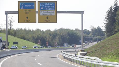 Schneller von Aichach geht es nun zur Autobahn und weiter nach Augsburg oder München: Am Freitag wird die nun vierspurige B300 feierlich eröffnet.
