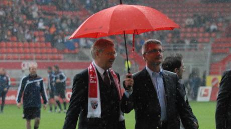 Ex-Audi-Chef Rupert Stadler (re.) mit Ingolstadt Ex-Oberbürgermeister Alfred Lehmann im Fußballstadion.