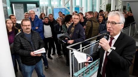 254 Ledvance-Mitarbeiter waren zu einem Aktionstag bei der Agentur für Arbeit eingeladen. Der dortige Geschäftsführer Roland Fürst machte ihnen Mut für einen beruflichen Neuanfang.