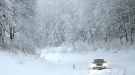 Nach dem heftigen Schneefall waren die Bedingungen auf vielen bayerischen Straßen schlecht.