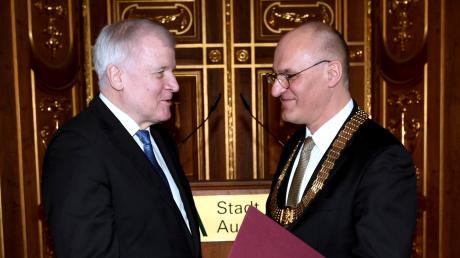 Horst Seehofer ist nun Augsburger Ehrenbürger. Er will die Stadt und Oberbürgermeister Kurt Gribl auch künftig unterstützen.