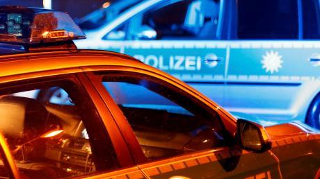 Fünf Zusammenstöße hat ein Autofahrer in der Nacht zum Samstag gegen 23.30 Uhr in Offenhausen verursacht