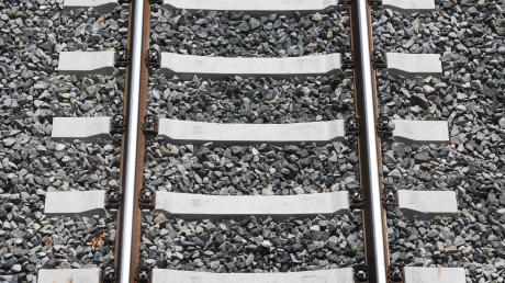 Die Elektrifizierung der Bahnstrecke zwischen München und Lindau ist fast fertig.
