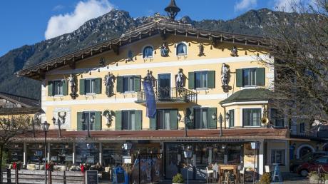 Das Posthotel, ein traditionell anmutendes Gebäude, steht am Marienplatz in Garmisch-Partenkirchen. Ab Montag diskutieren dort Computerexperten.