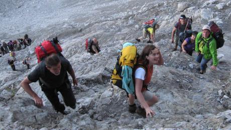 Mächtig viel Verkehr am Berg: Sportler beim Aufstieg zum Hohen Licht in den Allgäuer Alpen.