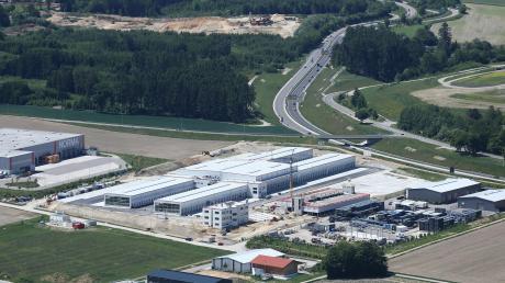 Das Gewerbegebiet Acht300 bei Aichach, am Schnittpunkt von Autobahn und Bundesstraße, ist bei Logistikunternehmen begehrt. Norma ist schon seit 2015 am Standort, die DPD baut dort derzeit ein neues Paketzentrum.