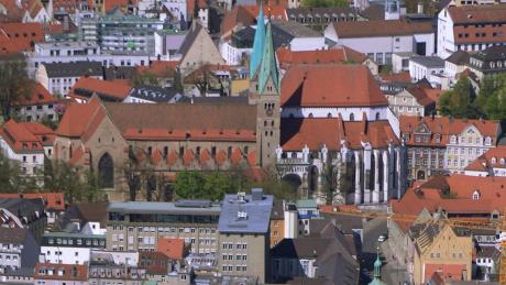 Der Bischofsstuhl im Augsburger Dom ist vakant. Kandidaten für die Nachfolge von Zdarsa gibt es viele - doch