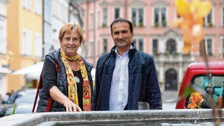 Endlich wieder in Kaufbeuren: Marof und Waltraud Schürmann vom Unterstützerkreis sind überglücklich.