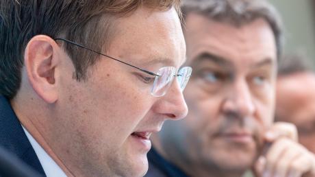 Es gibt Gesprächsbedarf zwischen Reichhart (links) und Söder.