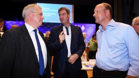 Wird der Augsburger Landrat Martin Sailer (rechts), hier beim CSU-Bezirksparteitag Ende Juni mitMinisterpräsident Markus Söder (Mitte) und CSU-Bezirkschef Markus Ferber, Minister in München?