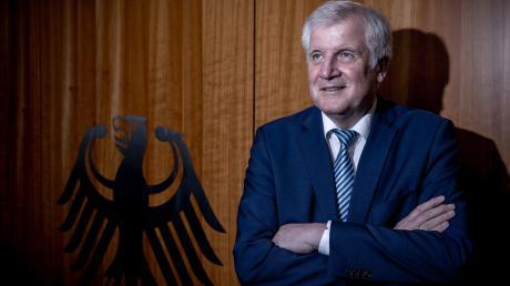 """""""Ich bin im Übermaß beschenkt worden"""": Bundesinnenminister Horst Seehofer sagt, er sei mit sich im Reinen und mit seinem Leben rundherum zufrieden."""