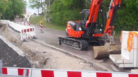 Ohne Beschluss des Ausschusses hat Bürgermeister Roland Eichmann den Ausbau dieser Straße in Friedberg veranlasst. Das war rechtswidrig, stellt die Aufsichtsbehörde fest.