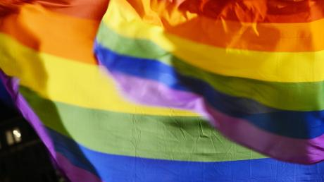 Die Regenbogenfahne gilt als Symbolder Lesben- und Schwulenbewegung.