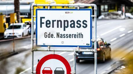 Der Fernpass bei Nassereith ist ab 11.August gesperrt. Rund um Garmisch-Partenkirchen droht in der Ferienzeit ein Verkehrschaos.