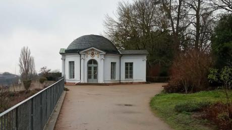 Der Frühstückstempel im Schlosspark. Hier soll der Angeklagte vor 40 Jahren ein Mädchen getötet haben.