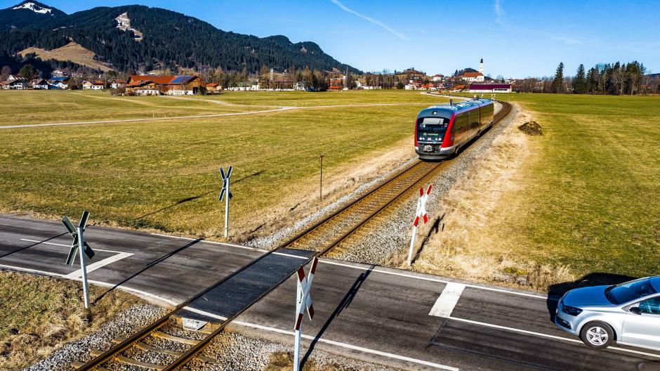 An diesem Bahnübergang in Pfronten sind in den vergangenen 20 Jahren vier Menschen tödlich verunglückt.