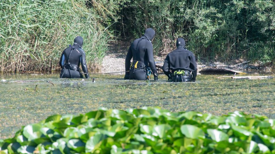 Seit Monaten werden eine Frau und ihre Tochter aus München vermisst. Taucher der Polizei suchten im vergangenen Sommer in einem Baggersee nach ihren Leichen. Bisher aber fehlt von den beiden jede Spur.
