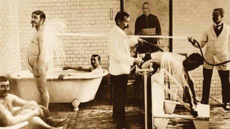Auf die Kraft des Wassers setzten Menschen schon seit vielen Jahrzehnten. Dieses Bild zeigt ein Badehaus um die Jahrhundertwende.