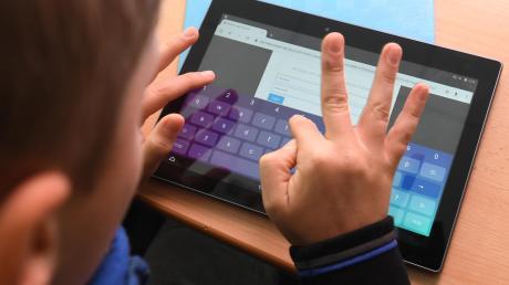 Schüler lernen gerade vor allem übers Internet. Das funktioniert unterschiedlich gut.