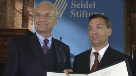 2001 überreichte Edmund Stoiber den Franz-Josef-Strauß-Preis an Viktor Orbán.