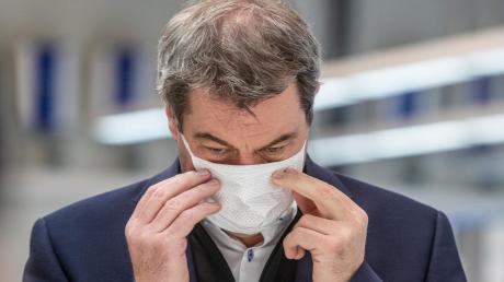 Markus Söder in Weng – noch mit einfacher Schutzmaske.