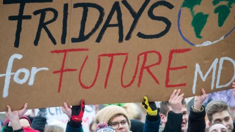 """Die """"Fridays for Future"""" lebt von der Aufmerksamkeit ihrer Aktionen, von streikenden Schülern, von Demonstrationen. All das ist momentan nicht möglich oder geht im medialen Trubel um das Coronavirus weitgehend unter."""