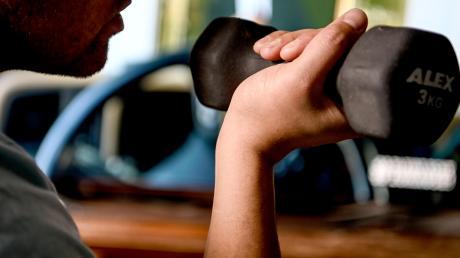 Mancherorts können Hanteln ausgeliehen werden, um in der eigenen Wohnung zu trainieren.