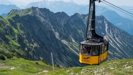 Wenn es draußen wieder frühlingshafter wird, sehnen sich viele Menschen nach einem Ausflug in die Berge. Wann man wieder mit einer Bergbahn fahren darf, ist allerdings noch ungewiss.