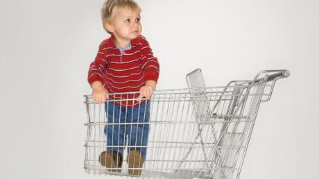 Ein Aldi-Supermarkt im Landkreis Fürstenfeldbruck hat eine Mutter nicht reingelassen, weil sie ihr zweijähriges Kind dabei hatte.
