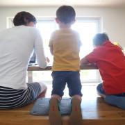 Eltern bekommen einen Kinderbonus von 300 Euro pro Kind. Aber nicht alle profitieren davon.