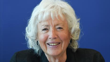 Renate Schmidt, 76, stammt aus Franken, ist verheiratet und hat drei Kinder, sieben Enkelkinder und einen Urenkel.