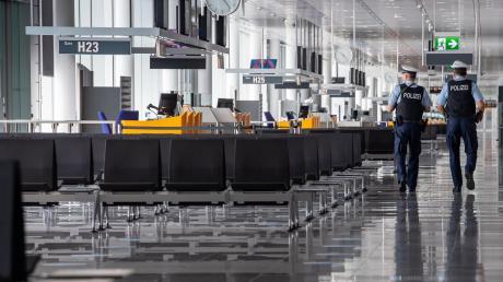 Viele der Gates, an denen sonst die Passagiere auf ihr Flugzeug warten, sind derzeit verlassen.