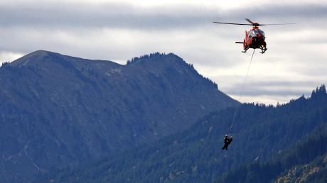 Die bayerische Bergwacht rückte im Jahr 2019 zu rund 9000 Einsätzen aus - regelmäßig auch mit dem Hubschrauber.