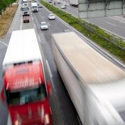 Brummi an Brummi – Bilder wie dieses gab es auf den deutschen Autobahnen in den vergangenen Wochen selten. Allmählich ändert sich dies jedoch wieder.
