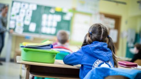 Die FDP im bayerischen Landtag fordert die sofortige undkomplette Öffnung der Kindertagesstätten und Grundschulen in Bayern.