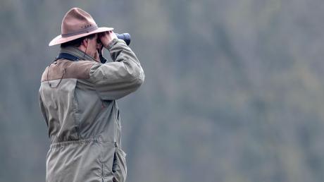 Ranger in Bayern beobachten ganz genau, wie sich die Tier- und Pflanzenwelt verändert. Für Wanderer und Besucher stehen sie für Fragen bereit – und ermahnen bei falschem Verhalten.