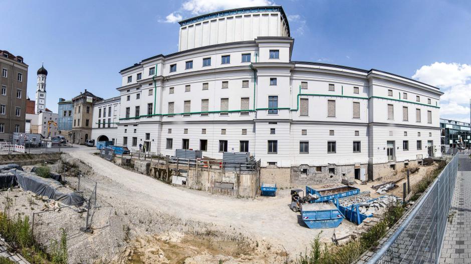 Im Jahr 2016 beschloss der Augsburger Stadtrat die Generalsanierung des Stadttheaters für 186 Millionen Euro. 2018 wurde es zum Staatstheater ernannt.