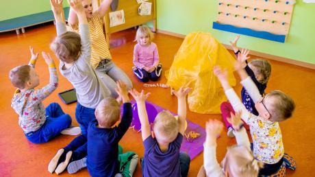 Seit 1. Juli dürfen wieder alle Kinder in die Kita. Das tut sowohl den Buben und Mädchen als auch deren Eltern gut.