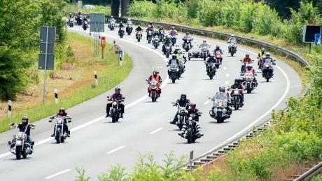 Für viele ein Ärgernis: Motorradfahrer im Konvoi.