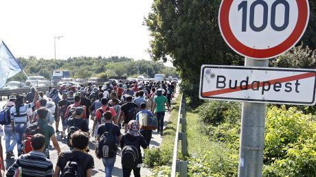 Migranten verlassenim Jahr 2015 Budapest - und machen sich unter anderemauf den Weg nach Deutschland.