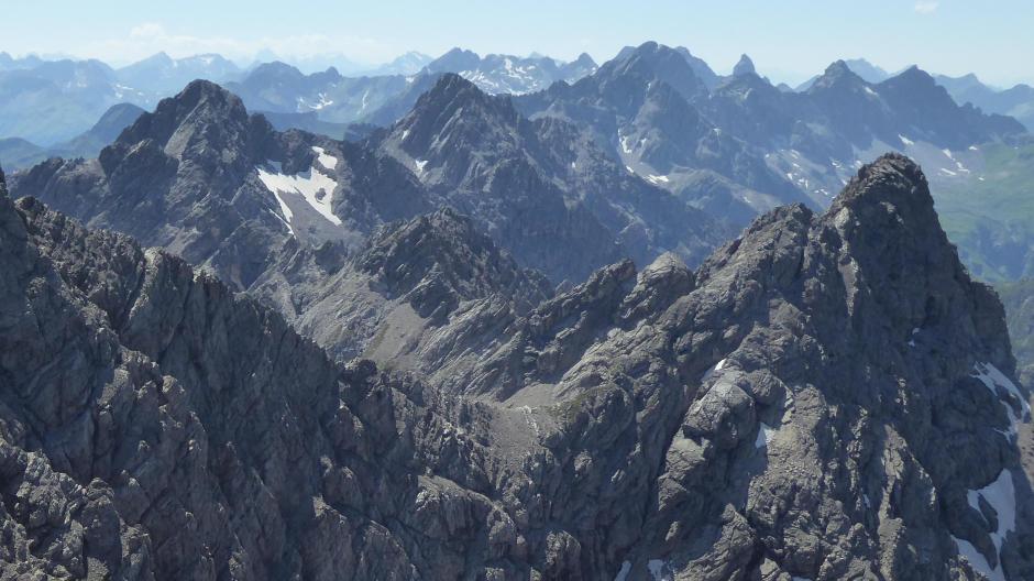 In den Bergen oberhalb des Hornbachtals, rechts die Gliegerkarspitze: Hier haben Bergsteiger die Chance, alleine auf einem Gipfel zu stehen.